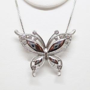 蝶々モチーフの大人可愛いダイヤモンドペンダントネックレス