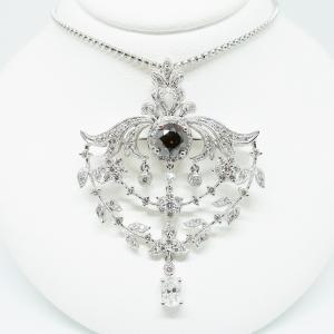 ファンシーディープカラーのダイヤモンドのペンダントネックレス