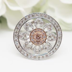 希少なピンクダイヤモンドのデザインリング