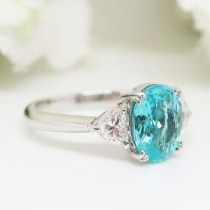 Summer Sale 大粒パライバトルマリンにハートシェープカットのダイヤを施した華麗なリング
