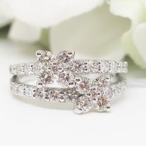 優雅でスイートなフラワーモチーフのダイヤモンドリング