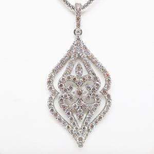人目を惹きつける魅力に満ちた2カラットのダイヤモンドネックレス