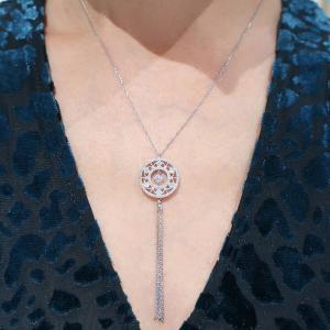 クリスマスセール!揺らめくタッセルが煌めくダイヤモンドを惹きたてているペンダントネックレス