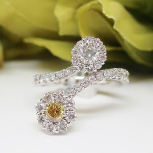 ヴィヴィットイエロー&グリーンダイヤモンドの優美なリング