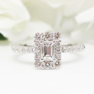 エレガントなバゲットカットのダイヤモンドリング