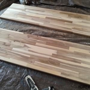 ■大量の手作りテーブルが完成。