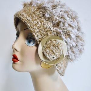 ザックリ編みのバックル帽子