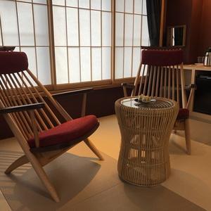 プレミアム和洋室の椅子。