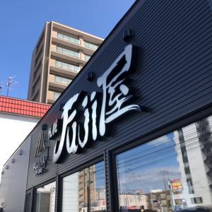 移転札幌Fuji屋、壁紙って大変だねーー