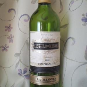 「CASTILLO DE MENARA LA MANCHA Tempranillo(カスティージョ・デ・メナラ D.O.ラ・マンチャ テンプラニーリョ)」 夏は赤ワインから遠ざかり気味