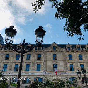 パリ警視庁とセーヌ川