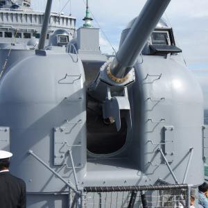 護衛艦しらね、最後の観艦式その2-やや古風な主砲の全景を見る-