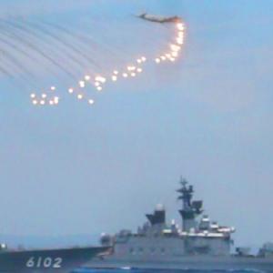 P-3Cフレア放出動画と爆雷投下(護衛艦しらね最後の観艦式、続き)