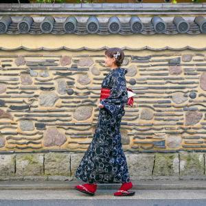 En kimono dans la vieille ville de Hakata avec «Wa no Hakata»