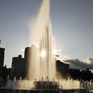 祈りの泉と嵐の中の母子像