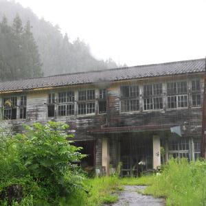 数字階段の廃小学校