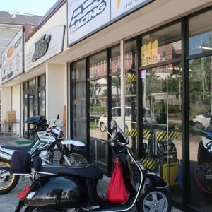 食後はオフロードバイク用品専門店クロスアップさんへ