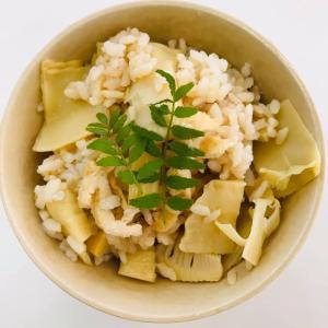 たけのこご飯、山椒の葉付きで届きました~ 旬の味うれしーい。