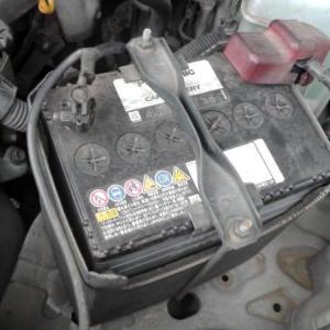 車のバッテリーを交換