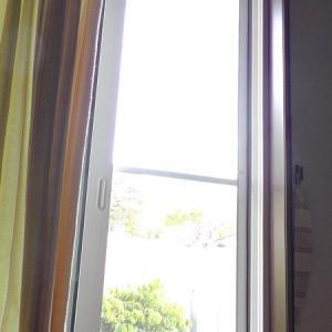 網戸と2枚組のカーテン