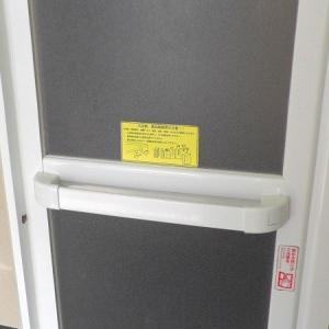 浴室の折戸に貼られているステッカー