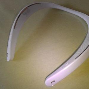 シャープの首掛けスピーカーからの音量が小さすぎて使えない理由