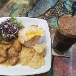 バターチキンカレーとペナン州のコーヒー