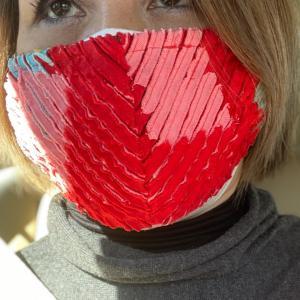 真っ赤なマスク