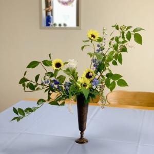 フラワーアレンジメント教室「ひまわりとブルーベリーのアレンジメント」のレッスン(生花アレンジメントコース)