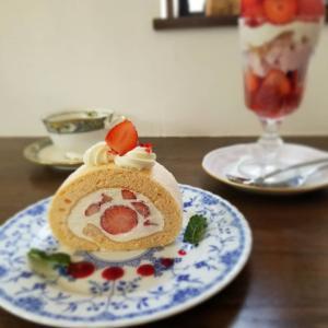 Cafe Patra カフェパトラ * 3月のいちごパフェといちごのロールケーキ♪