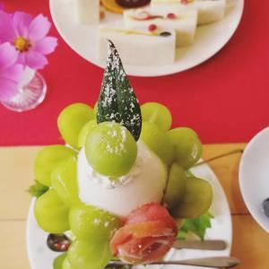 フルーツおばさんのカフェ 花水木 * シャインマスカットのパフェとコスモス♪