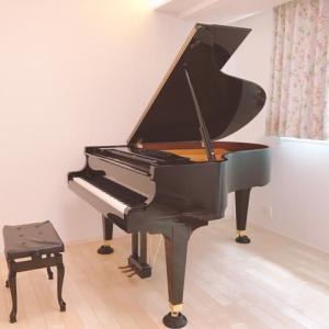 花園教室にグランドピアノを搬入しました♪