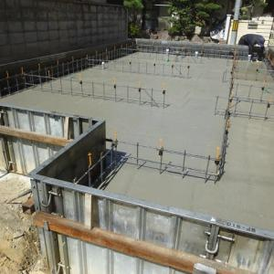 ベースコンクリート打設+型枠設置