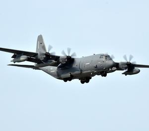 米軍機は沖縄の空を飛ぶなーMC-130jの部品落下