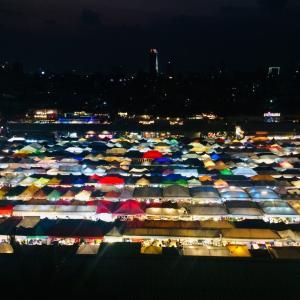 タイ「人気のナイトマーケットTalat rotfai ratchada」