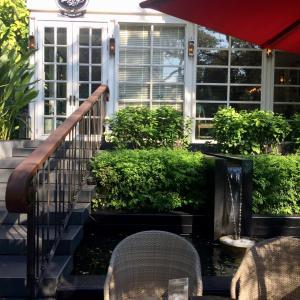 「The Bakery of Athenee」 白いサンルームで静かなcafe時間