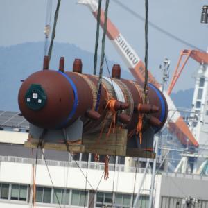 ボイラー部品の船積み・フローチングクレーン(起重機船)にて、