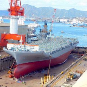 造船所・建造ドックでは  WAN HAI LINES コンテナ船が建造中。