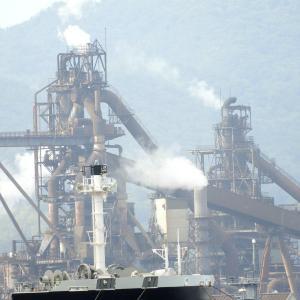 タンカー船が江田島近辺に停泊・出港した後には新造船が2隻