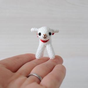 出品予定⑧刺繍糸の子やぎちゃん。