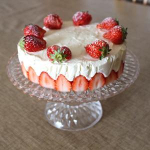 【いちごのレアチーズケーキdeひとつ歳を重ねました♪】