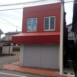 兵庫県 三木市志染町西自由が丘 神鉄志染駅から徒歩3分 通りからもよく目立つ赤い建物 角地 1階テナント