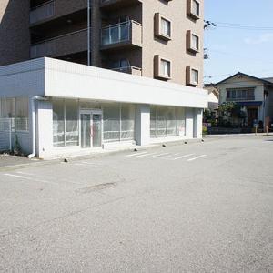 兵庫県 神戸市西区王塚台 JR明石駅からバス14分 駐車場7台分以上 ガラス張り店舗 1階テナント