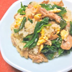 チューブペーストで簡単に人気の味付け〜豚肉とレタスのねぎ塩炒飯。