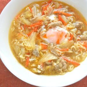 あるものでお昼ゴハン!袋麺の減塩アレンジ〜たっぷり白菜と豚肉の生姜醤油ラーメン。