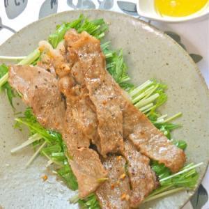 お肉はちょっとで満足!塩レモンでさっぱり美味い〜上州和牛と水菜のシンプルサラダ。
