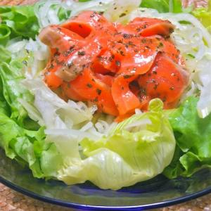 簡単バジルオイルでおうちイタリアン〜サーモンと香味野菜のバジルサラダ。