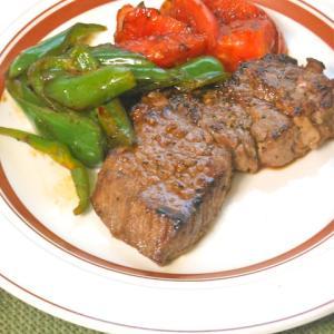 お買い得のお肉がみりんと赤ワインで柔らか〜い!サッと焼くだけシンプルステーキ。