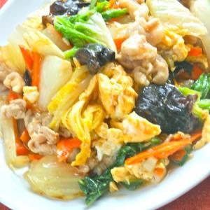 だしの旨みと2種のペパーでやさしくピリ辛!白菜と豚肉の卵炒め。