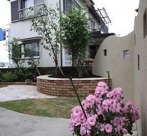 駐車場が素敵なお庭に変貌しました!